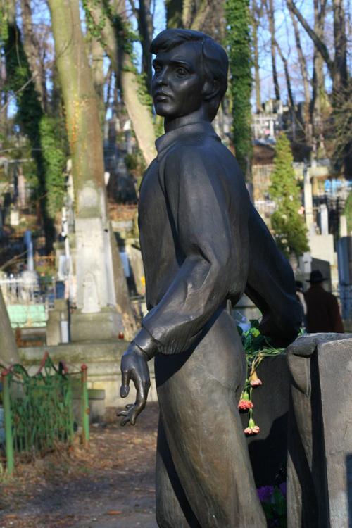 Le jeune chanteur assassiné, cimetière de Lviv